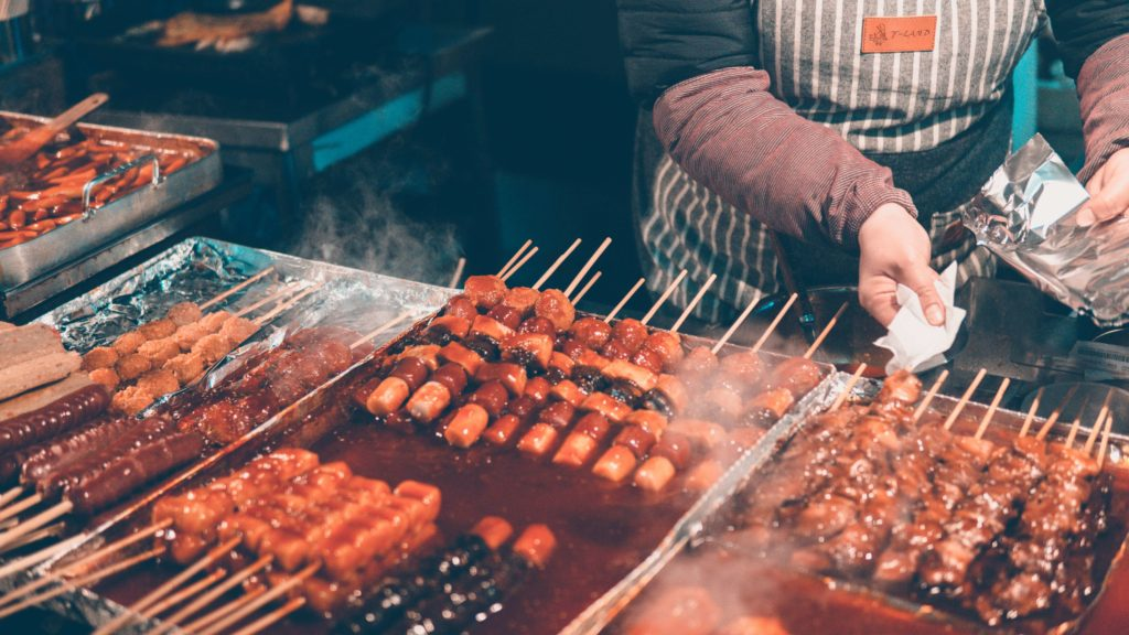 How to save money by eating street food